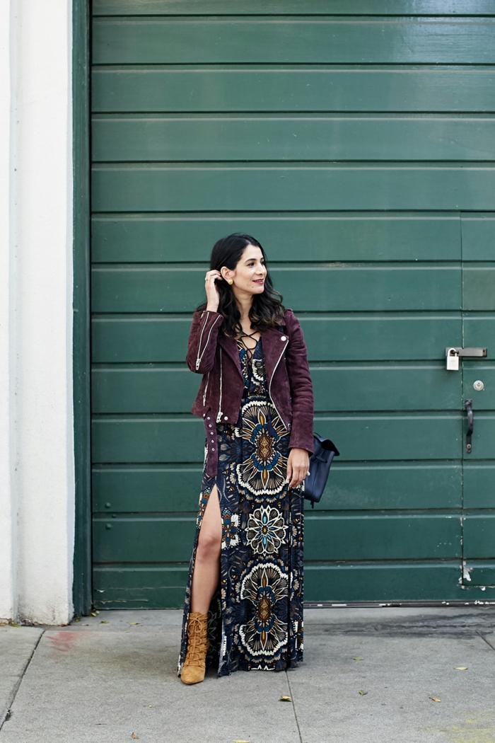 Magnifique idée comment porter une veste cuir chaud avec robe longue femme, comment adopter le style hippie chic en hiver