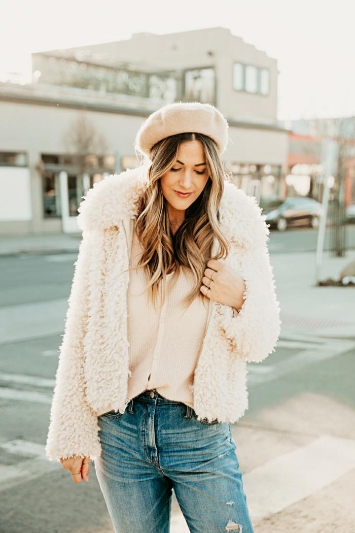 Chaussure boheme, adopter le style boheme chic, actuelles tendances femme, manteau fausse fourrure rose, cool outfit femme bohème chic