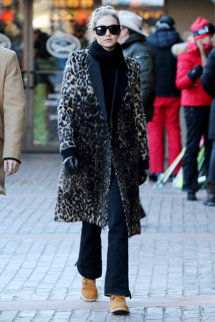 Comment porter pull oversize femme modèle, comment porter le maxi pull avec un manteau cheata print