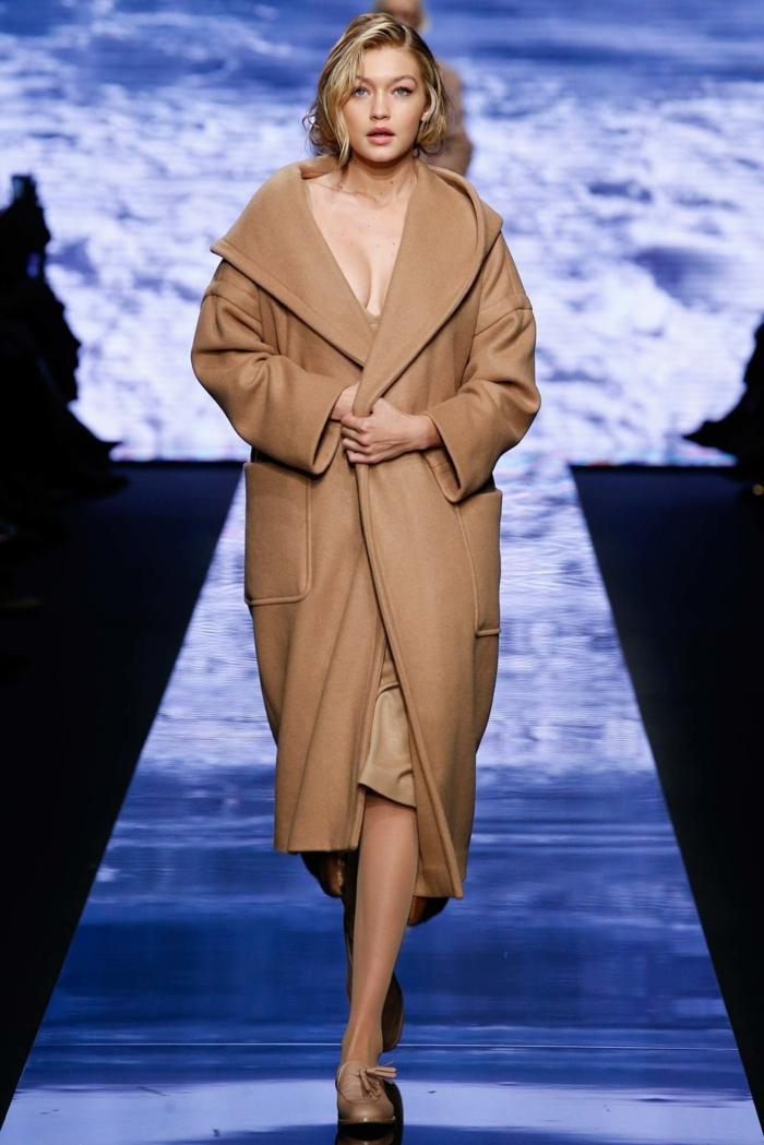 Gigi Hadid, manteau veste longue en laine, manteau camel coupe droite, défilé de mode