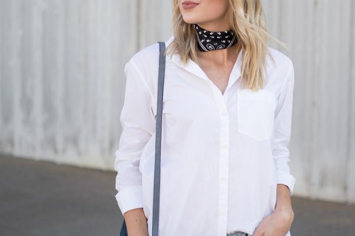 modèle de chemise blanche femme design loose, idée comment mettre une echarpe ou un foulard autour du cou