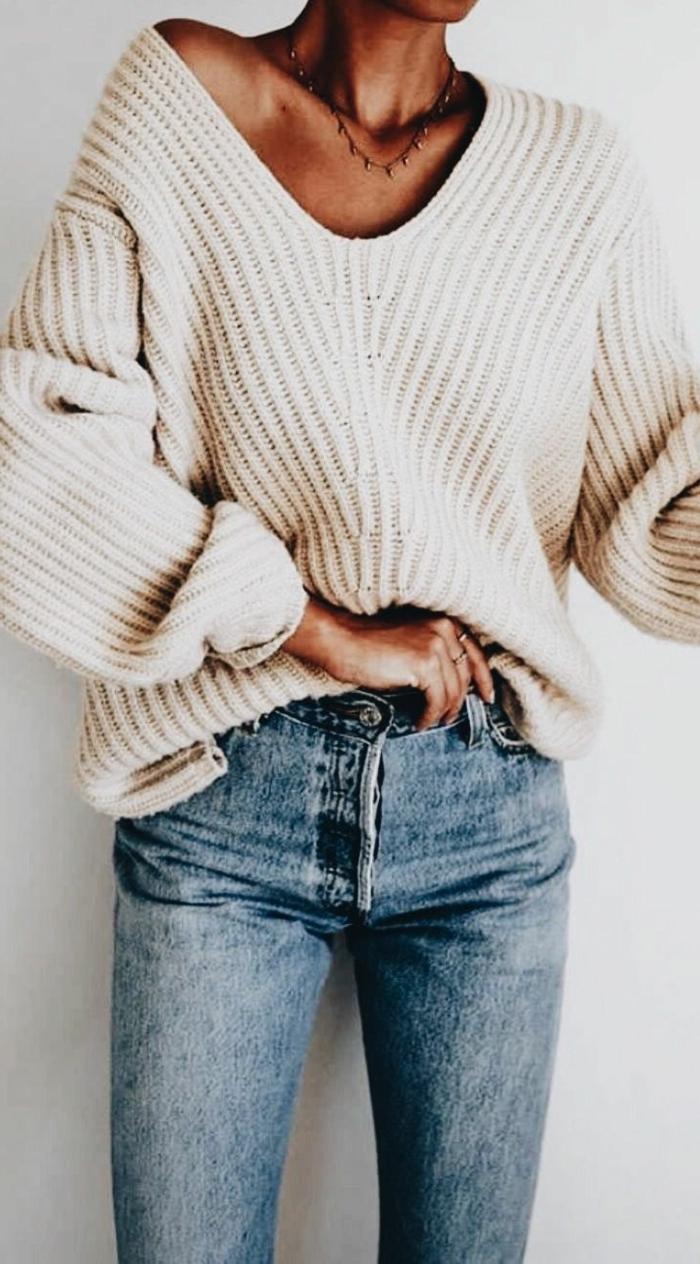 Magnifique idée comment porter un pull chaud femme comment adopter le style hippie chic, tenue pull et jean au style bohème