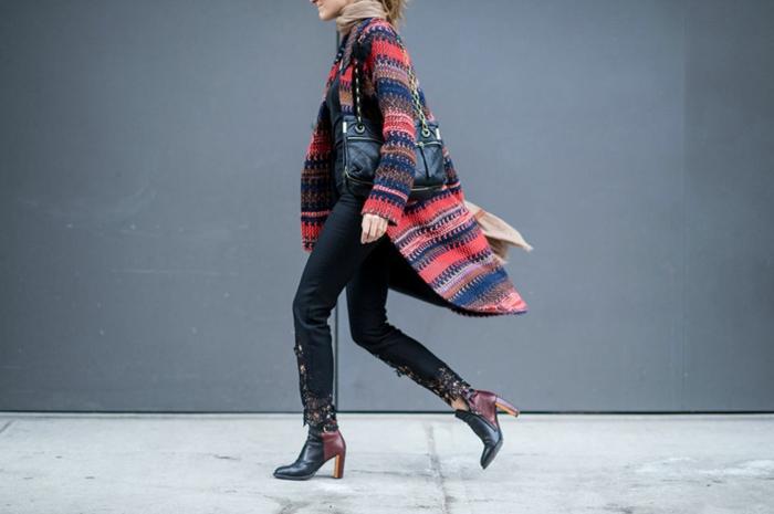 Tenue bohème chic avec gilet longue manteau motif tribal, tenue d hiver tendance décontractée chic 2018 2019