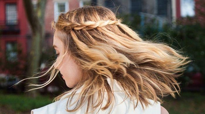 Idee Coiffure Comment Faire Une Coiffure Facile Cheveux Mi Longs Madame Tn Magazine Feminin Numero 1 Mode Beaute Shopping Lifestyle