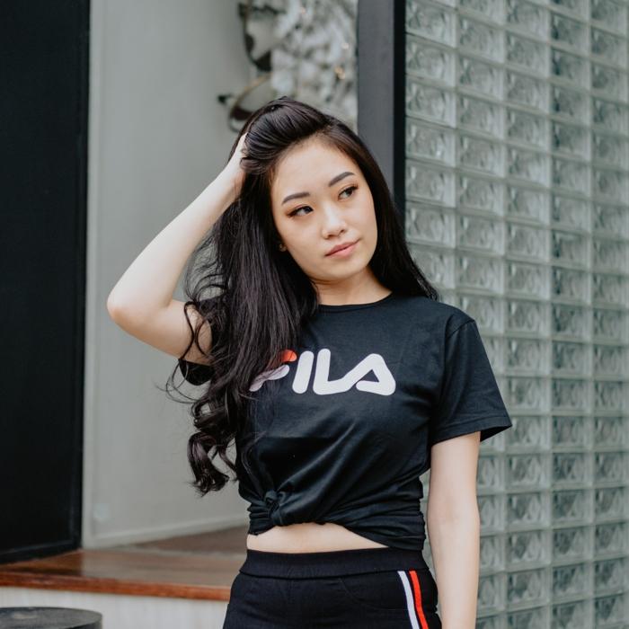 Fille vêtements de sport pour tenue décontractée chic, vetement femme tendance, mode femme 2019, fila haute t-shirt noir