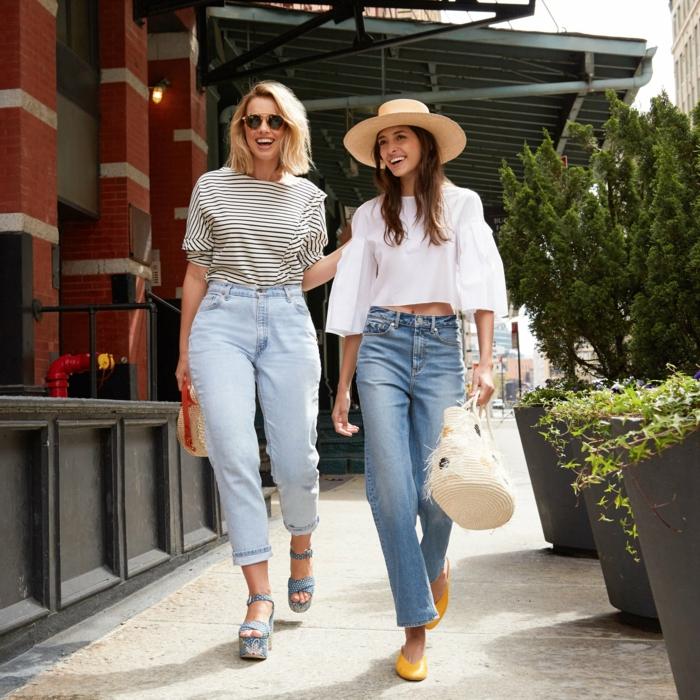 Idée comment s'habiller pour ses promenades dans la ville, tenue jean et t-shirt simple, combinaison femme chic, belle femme bien habillée
