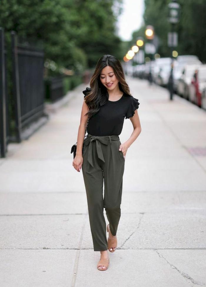 Tenue top noir et pantalon vert, femme bien habillée, mode femme 2019, tendance ete 2019 moderne tenue feminine