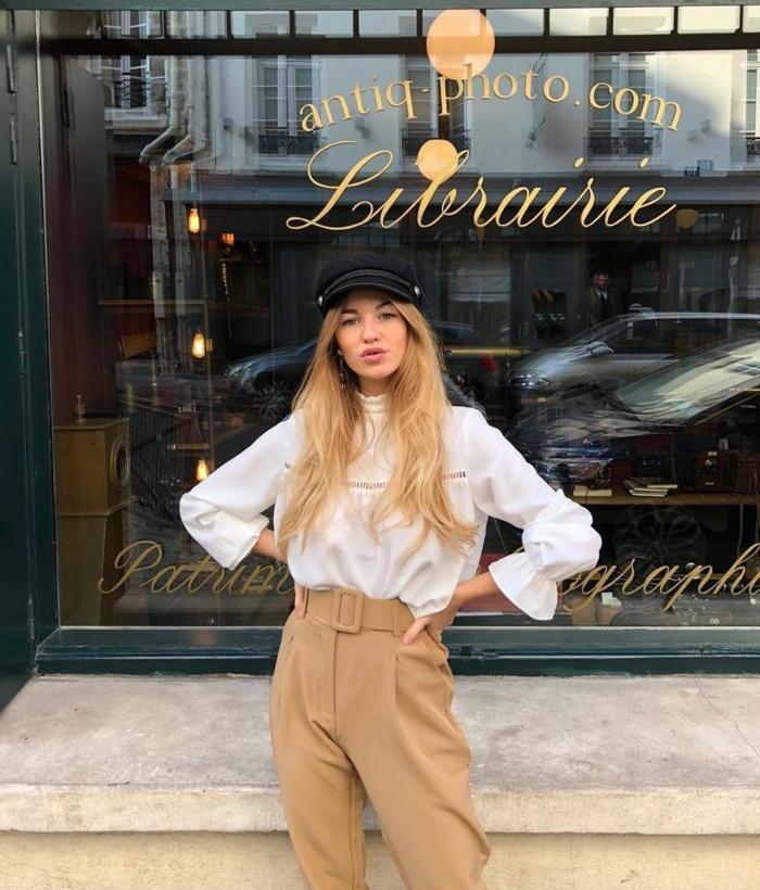 beige pantalon cargo et chemise blanche avec manche pouffe femme blonfe idée savoir comment bien s habiller look parisienne femme