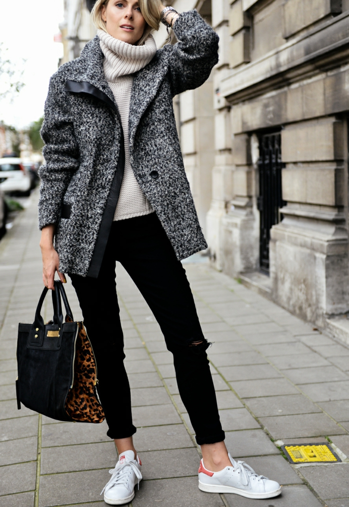 hiver tenue mode parisienne tendance automne hiver 2020 style bcbg femme en manteau mi long pull et jean noir rolé basket blanche