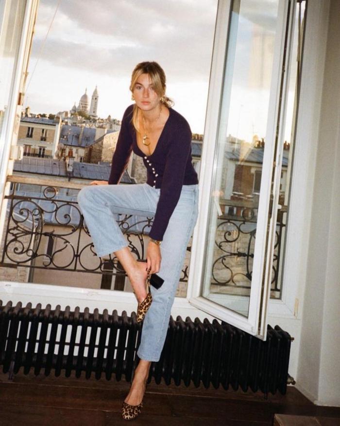 idée style bcbg look parisienne tenue décontractée chic femme balcon vue sacré coeur