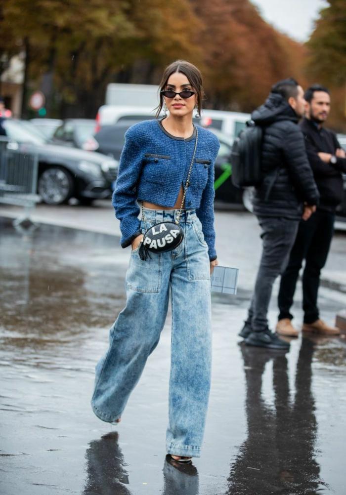 jean taille jaute pantalon evasee gilet courte chic tenue stylée femme look parisienne les femmes bien habillées