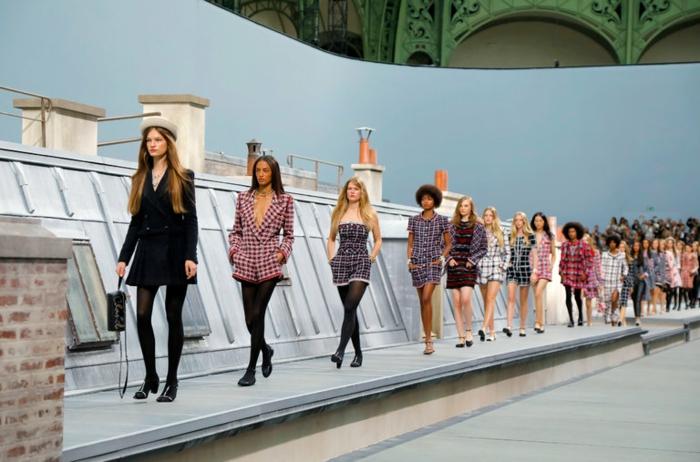 originale idée mode podium comme les toits de paris style casual chic femme tenue parisienne cool idée inspiration tenue