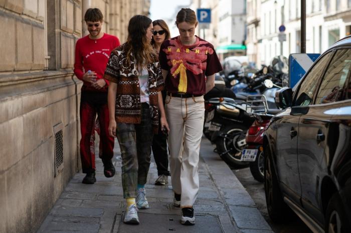 tenue chic femme look parisienne belle femme tenue chic street style pfw pantalon et veste hippie chic