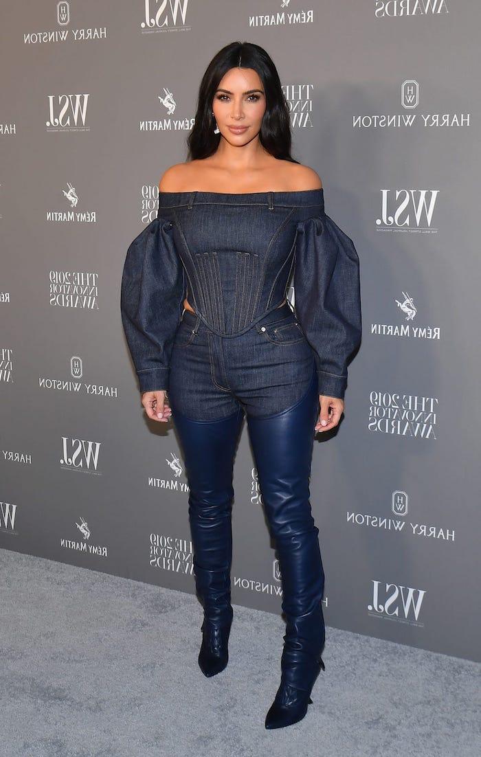 kim kardashian tout en denim avec des manches ballons tendance mode femme 2020