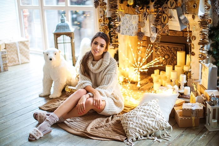 décoration cheminée fausse guirlande lumineuse bougies robe d interieur lanterne pull oversize beige