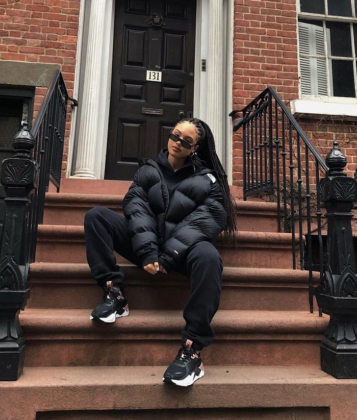 look streetwear femme look total noir vêtements hiver bomber veste noir oversize pantalon fluide noir