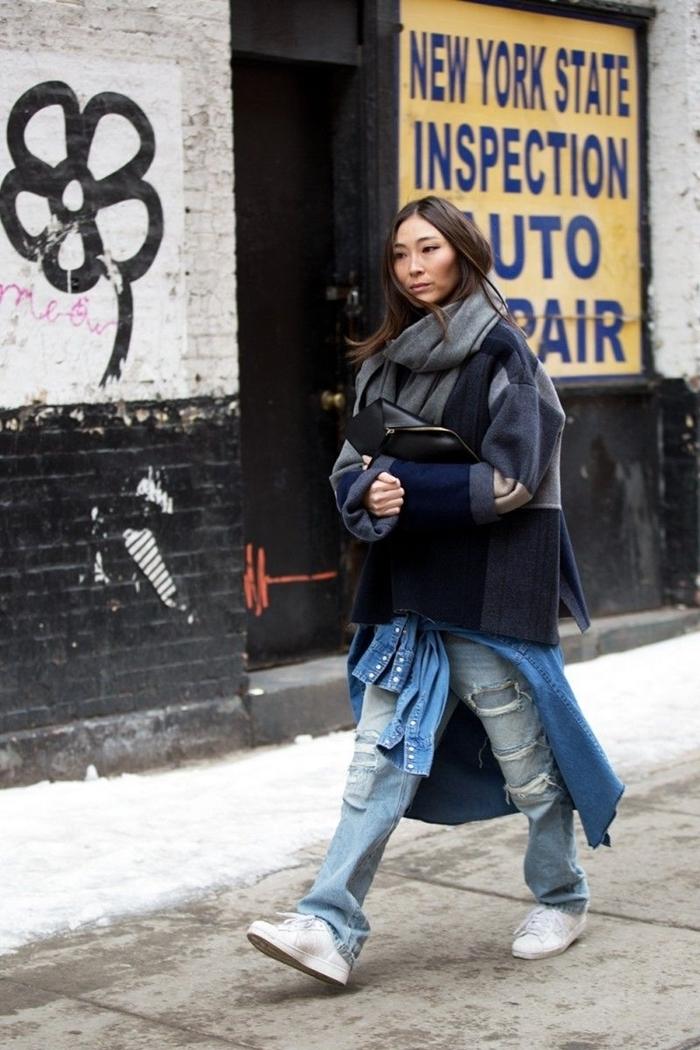 outfit streetwear femme jeans déchirés tenue décontractée spot veste oversize carreaux gris et bleu foncé