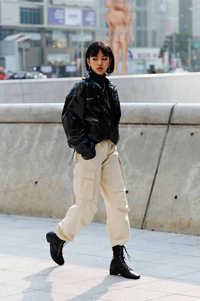 pantalon beige poche bas fluide bottines rock style streetwear femme veste cuir noir pull boucles d oreilles