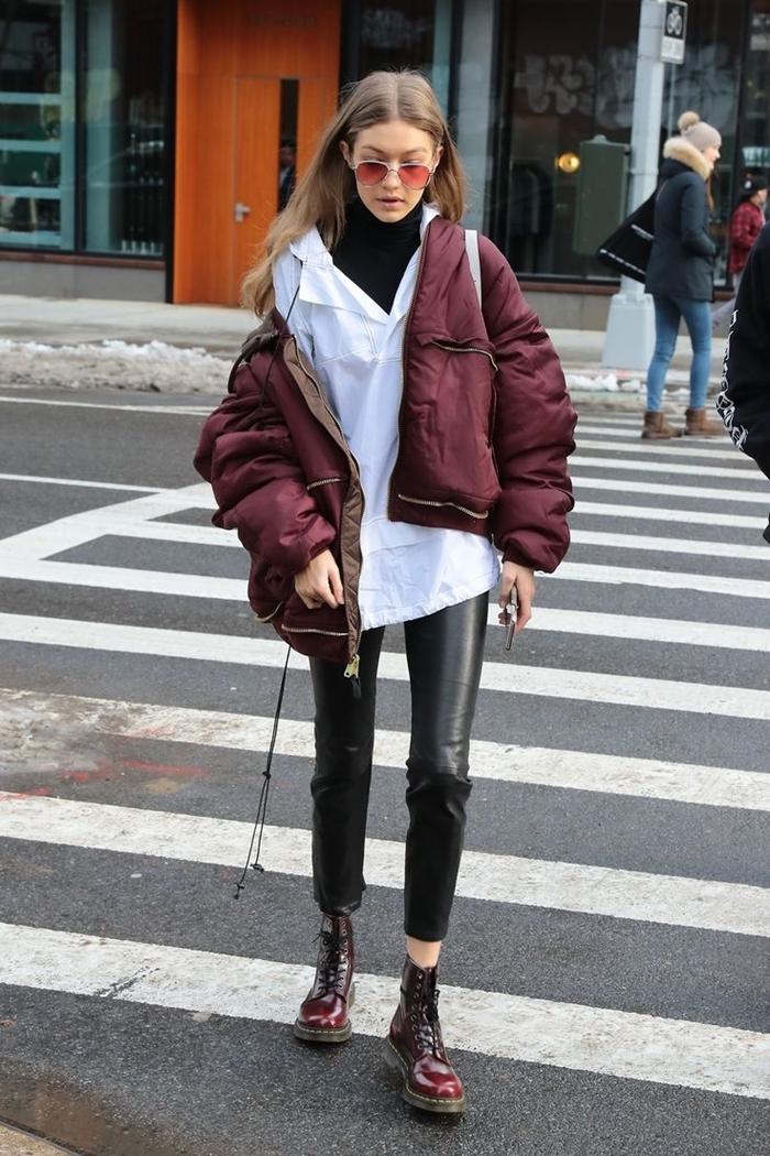 pantalon cuir noir slim tenue célébrité gigi hadid veste streetwear pull noir bottines lacets lunettes soleil