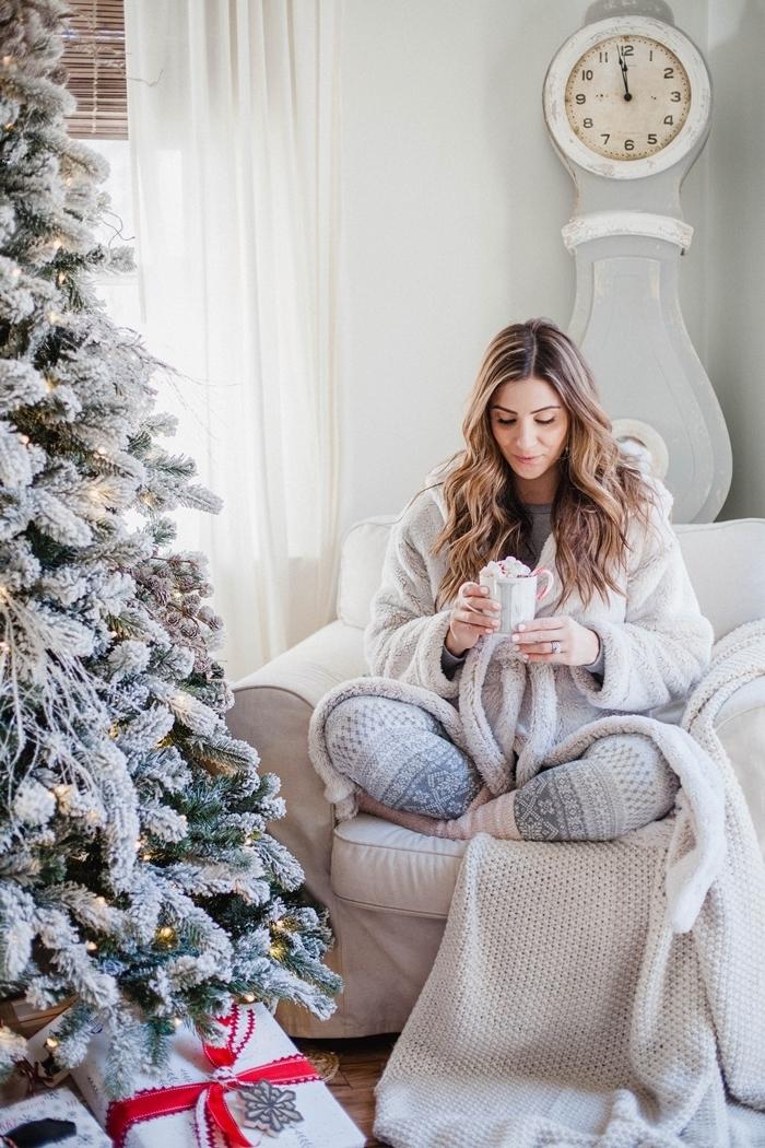 pantalon pyjama motifs flocons de neige tenue détente femme vêtements hiver déco sapin blanc et vert