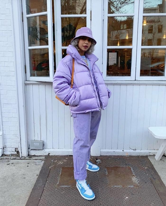 veste violet lavande couleurs pastel mode femme chaussure streetwear hiver baskets blanc et bleu