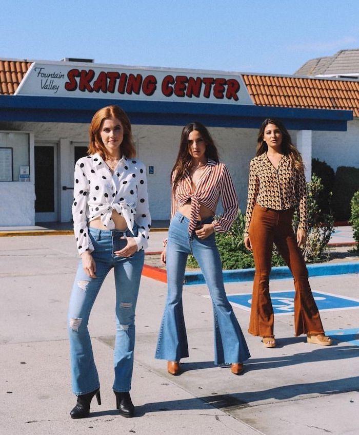 70s tenue aestetic trois filles en pantalons cloche et des chemisiers
