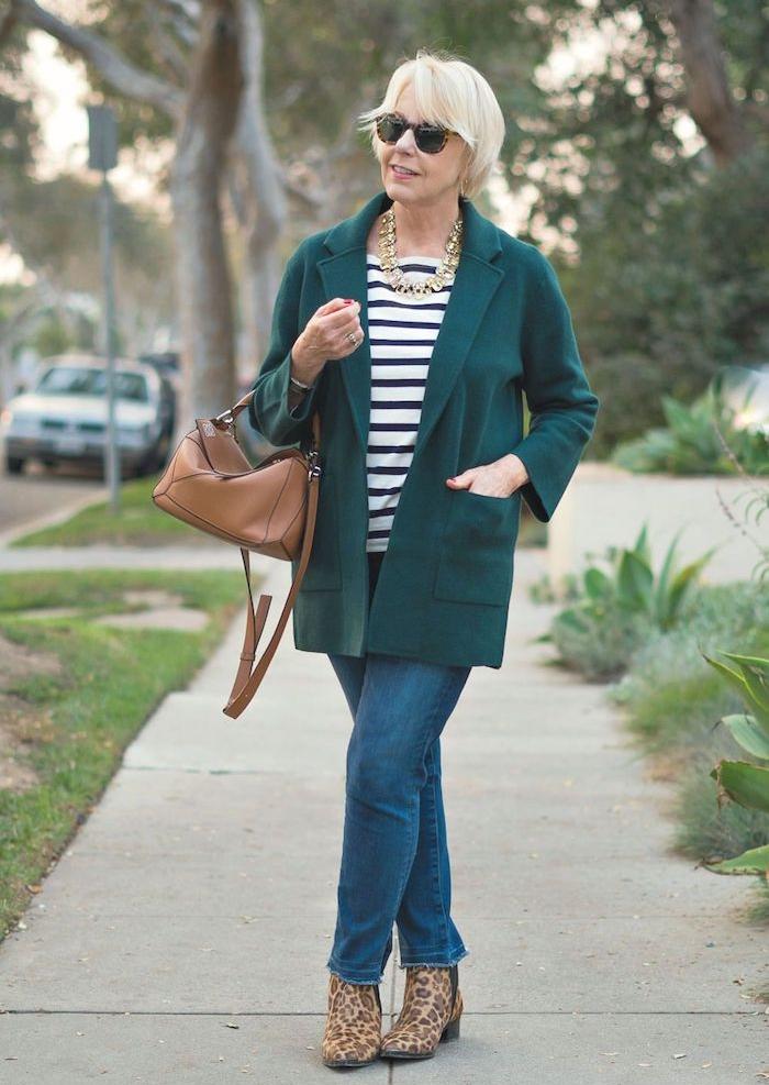 cheminse marinière jean et veste verte chemise sac à main marron ensemble femme chic avec pantalon
