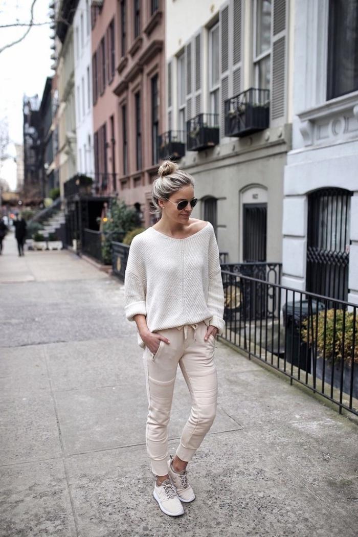 jogging pastel couleur beige blouse blanche lunettes de soleil accesoires mode femme baskets
