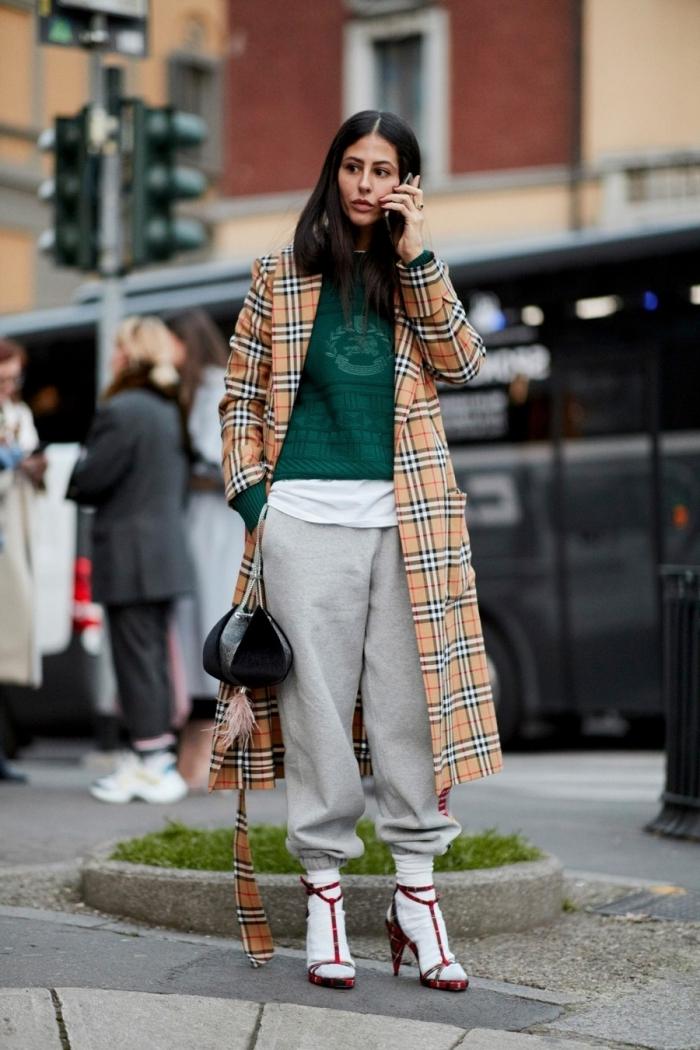 manteau long orange motifs carreaux jogging oversize femme couleur gris clair layering tenue