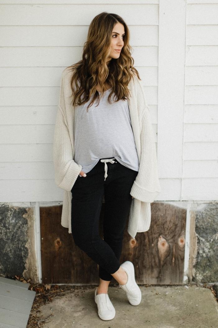 tenue femme enceinte style vestimentaire blouse gris clair gilet beige jogging nike noir femme