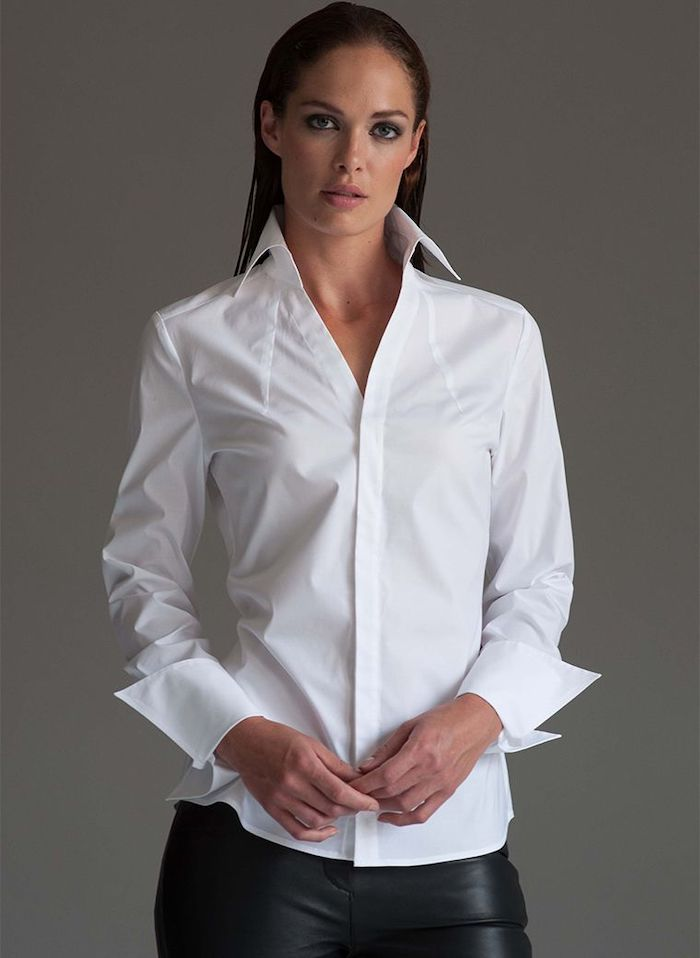 une idée de look minimaliste avec un chemisier blanc et pantalon en cuir tenue stylée femme