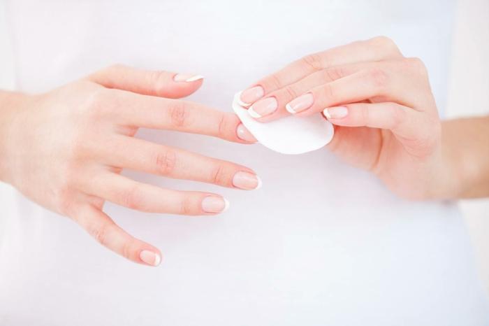 ongle en gel fluo nettoyer les ongles