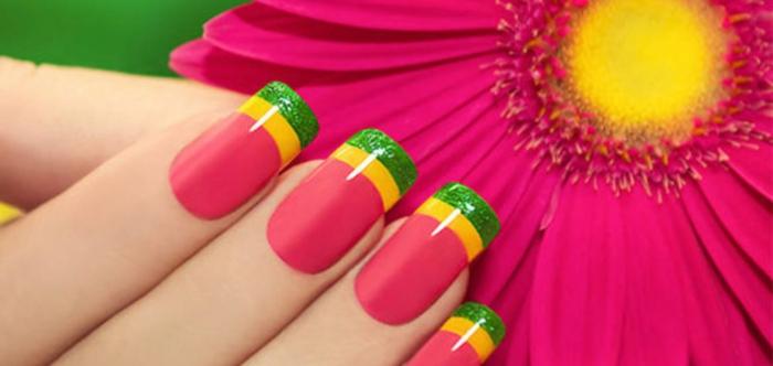 ongle rose fluo une fleur et des ongles roses fluo