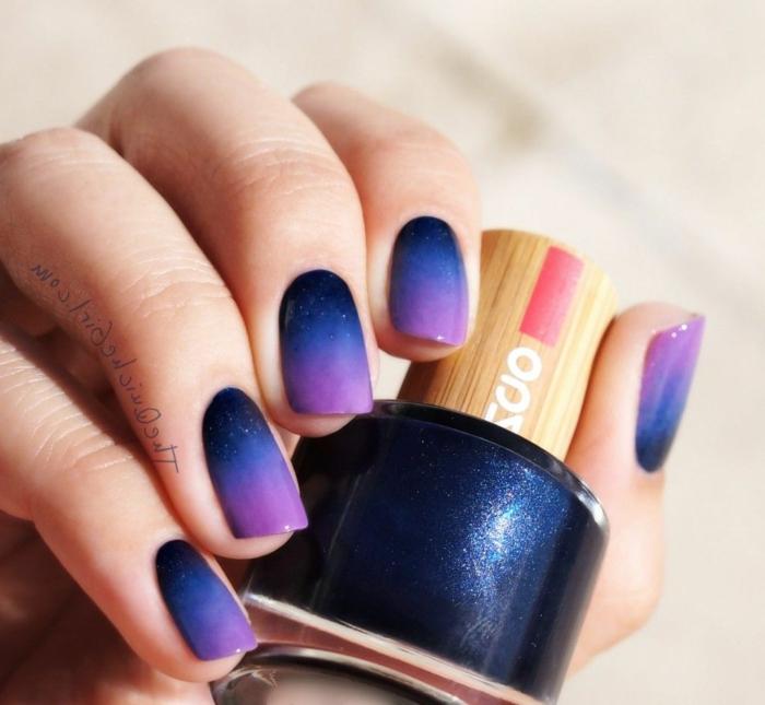 vernis fluo manucure originale en blue et mauve néon