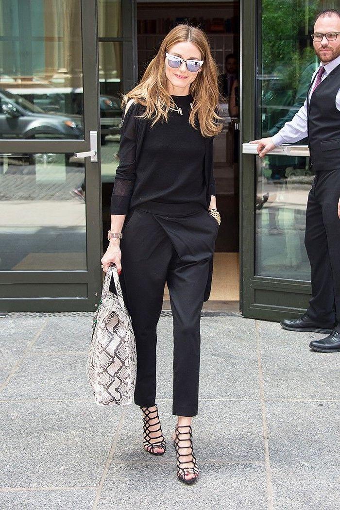 Idee tenue Olivia Palermo, pantalon noir taille haute femme, pantalon fluide femme bien habillée pull noir et pantalon noir