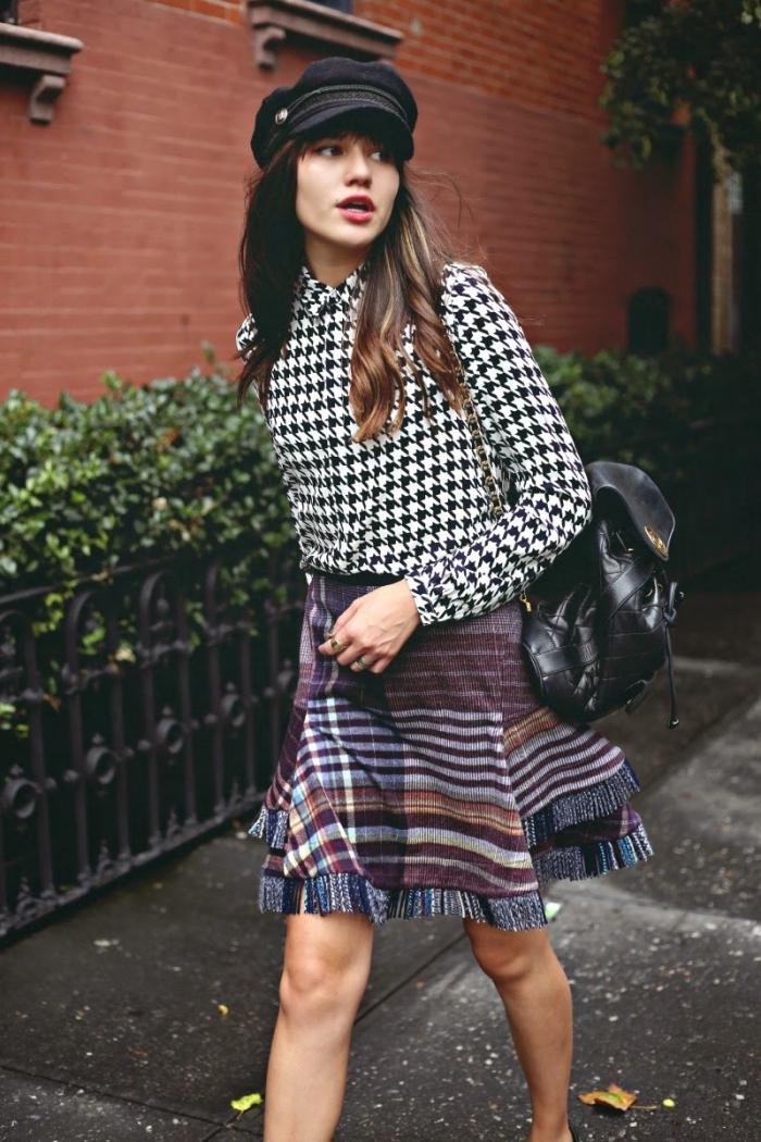 mode femme tendance 2019, idée chemise à pied de poule motif, tenue casual chic en jupe motifs graphique et chemise prints pied de poule