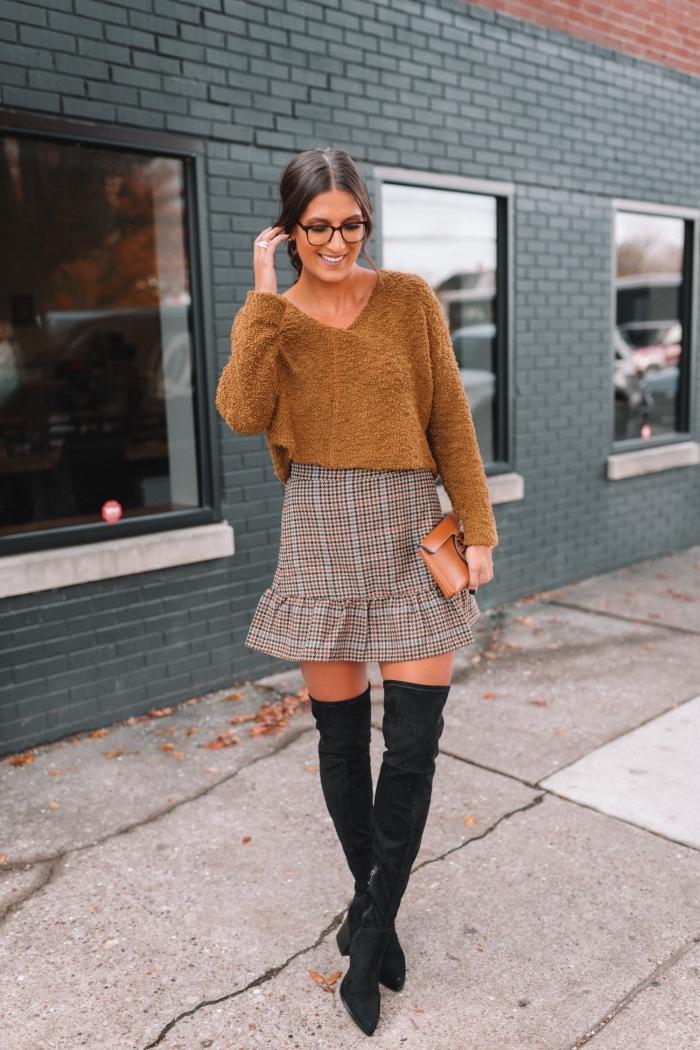tendance hiver 2019 2020 mode femme, modèle de jupe taille haute combiné avec blouse décolleté en v et cuissardes