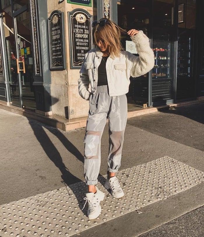 Idée swag tenue avec pantalon gris moderne, veste courte, pantalon femme tendance, tenue pantalon a carreau femme