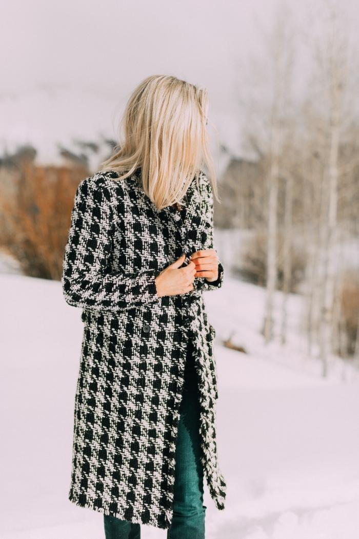 idée tenue classe femme en pantalon vert avec manteau long pied de poule en blanc et noir, tendance hiver 2019 2020