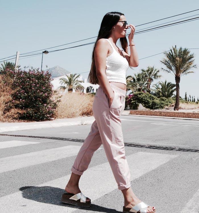 Top débardeur en crochet, pantalon rose 3 4, tenue moderne pour femme, porter des pantalons