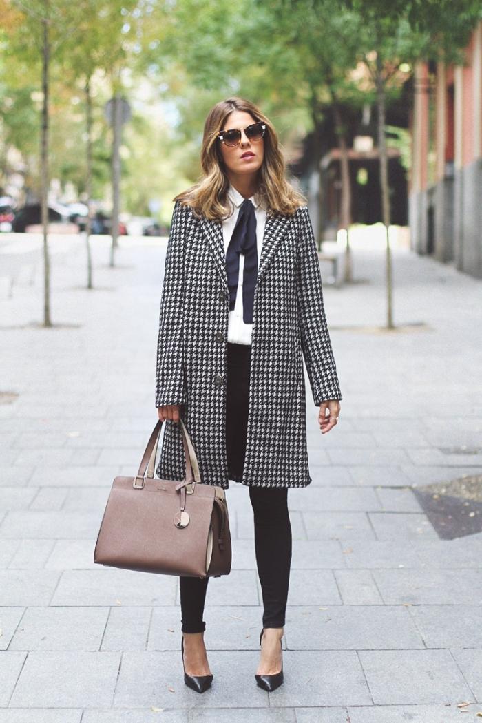 idée veste pied de poule femme 2019, mode automne look stylé femme en chemise et pantalon avec chaussures à talons
