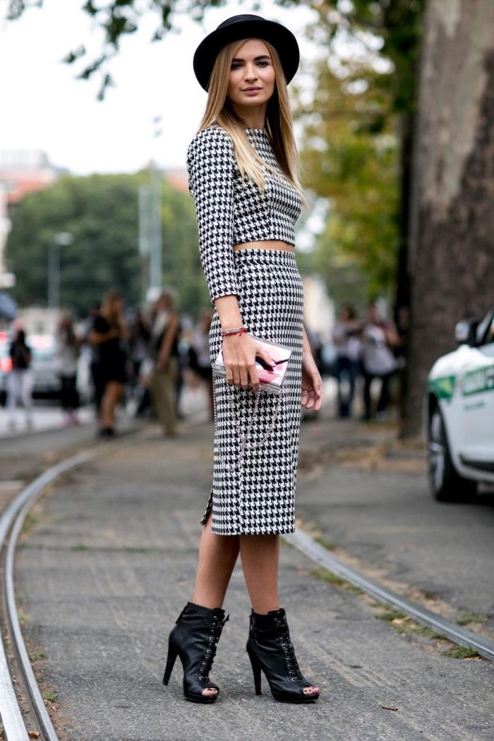 mode femme tendance automne hiver 2019 2020, modèle de robe 2 pièces blanc et noir à design pied de poule motif